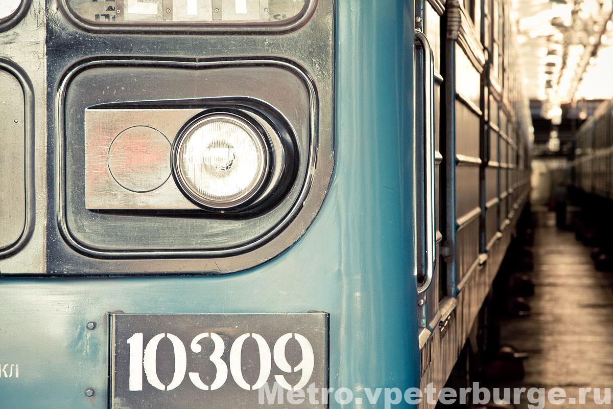 El juego de las imagenes-http://metro.vpeterburge.ru/data/wagons/540-9/10309.jpg
